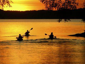 Notte in canoa lago di martignano